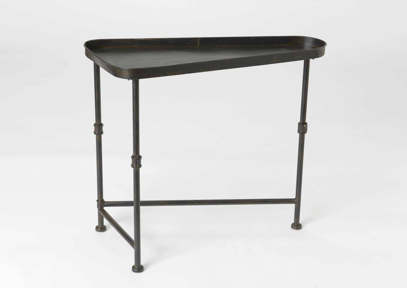 table basse triangle avec plateau en fer. Black Bedroom Furniture Sets. Home Design Ideas