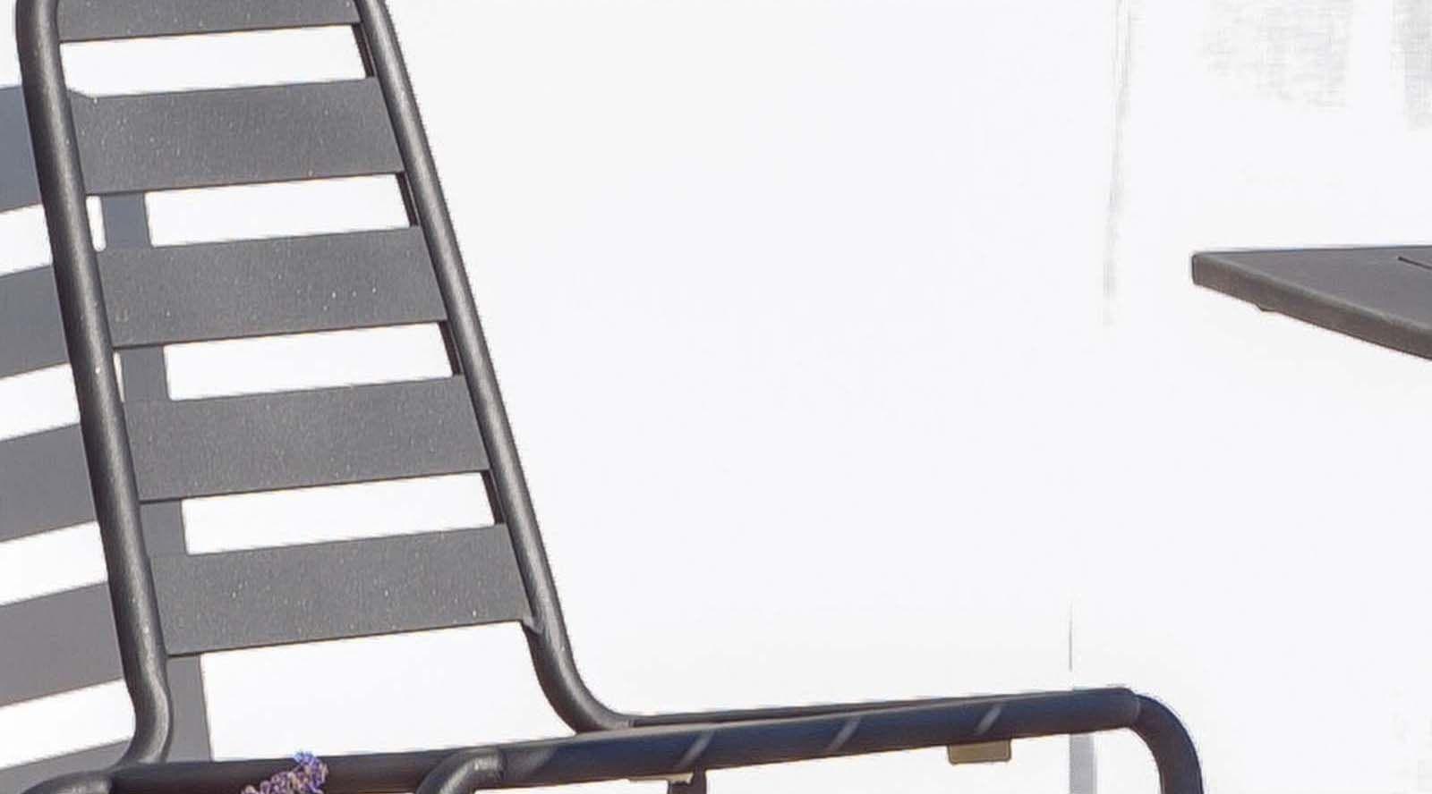 Chaise empilable menu nacre en aluminium lot de 2 gris for Chaise empilable