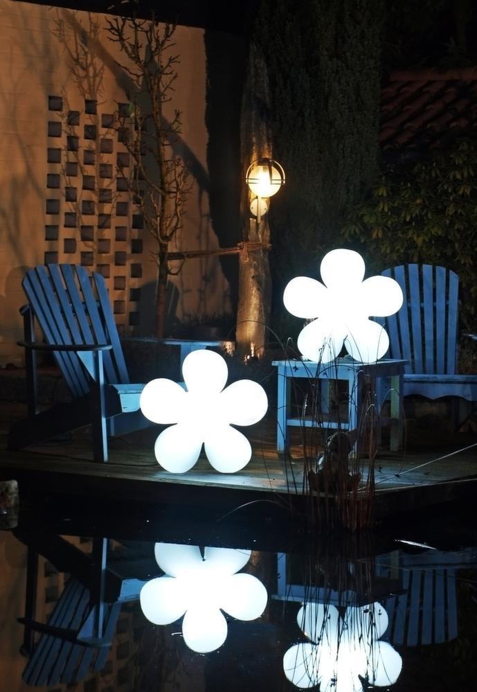 fleur lumineuse blanche changement couleur led. Black Bedroom Furniture Sets. Home Design Ideas