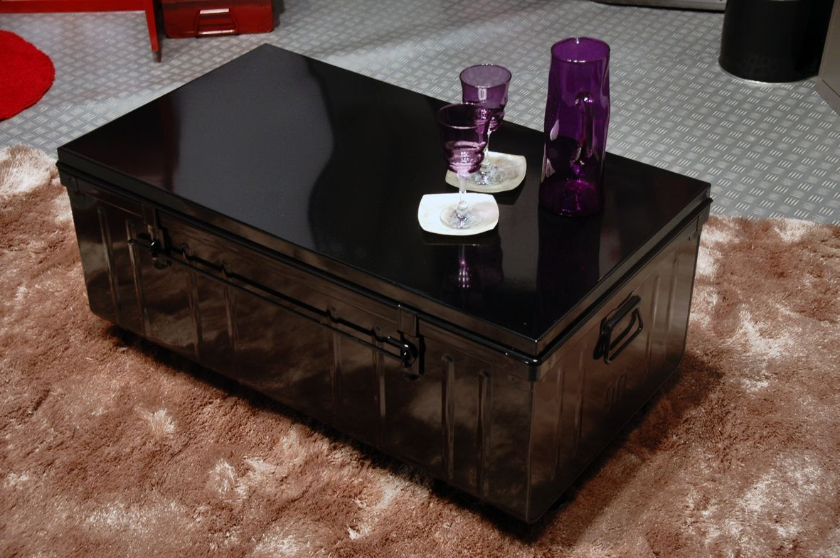 table basse malle en m tal. Black Bedroom Furniture Sets. Home Design Ideas