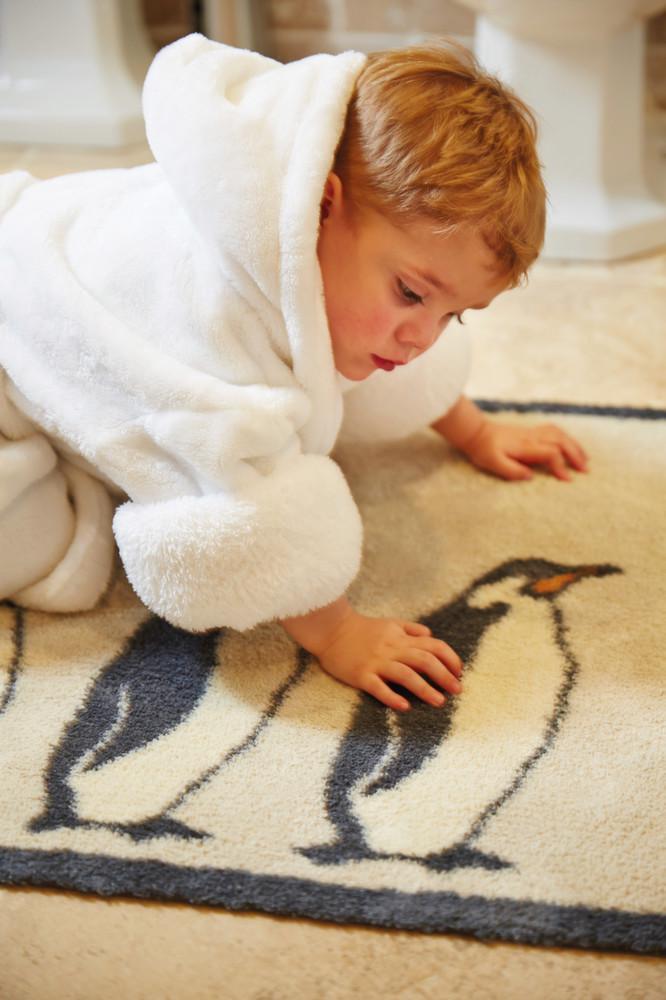 tapis salle de bain ultra absorbant pingouins. Black Bedroom Furniture Sets. Home Design Ideas