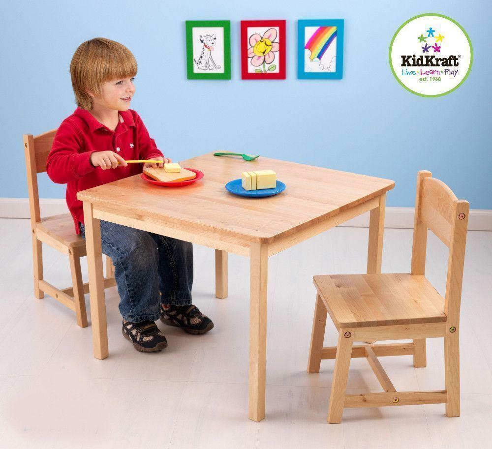 Salon table et chaises pour enfant en bois clair