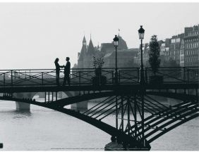 Affiche Couple sur un pont - Paris - Robert Harding 30x40 cm