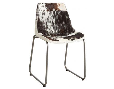 Chaise en peau de vache noire et blanche